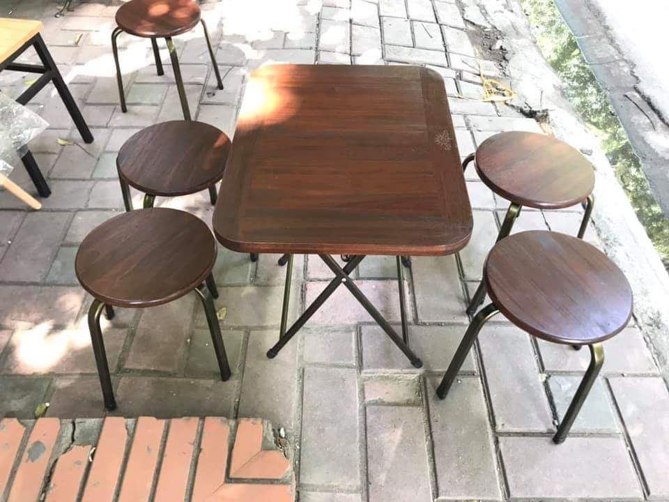 Bàn ghế chân sắt mặt gỗ Fansipan