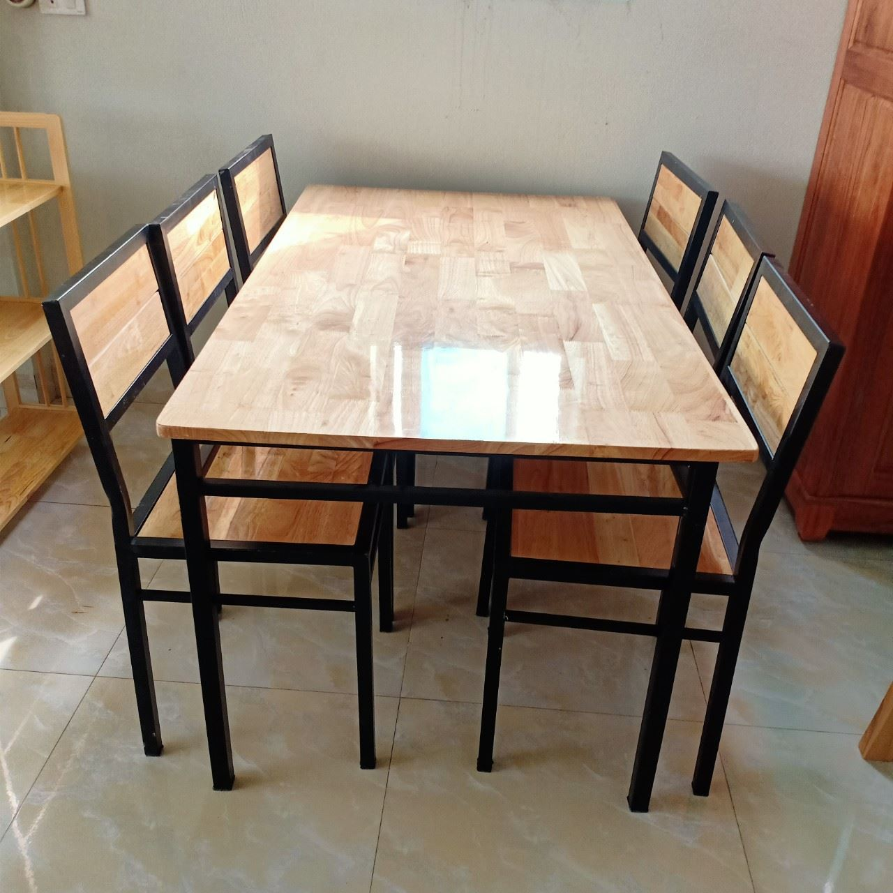 Bàn ghế chân sắt mặt gỗ 6 ghế, mới 100%
