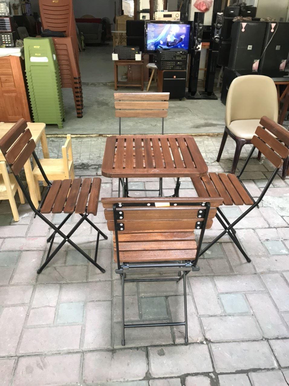 Bàn ghế gấp chân sắt mặt gỗ Fansipan