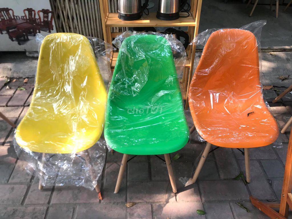 Ghế Eames nhựa chân gỗ mới